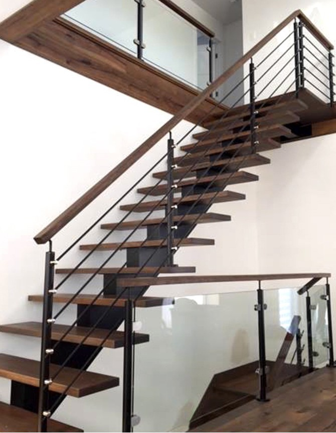Wood staircase with central steel stringer and stainless steel posts and rods